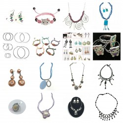 ASSORTED JEWELERY € 0.25
